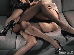 Lesben In Strapse