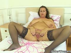 want put lips dunkle Haut MILF pleasure derive from