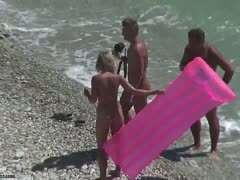 Nackte maedchen am strand
